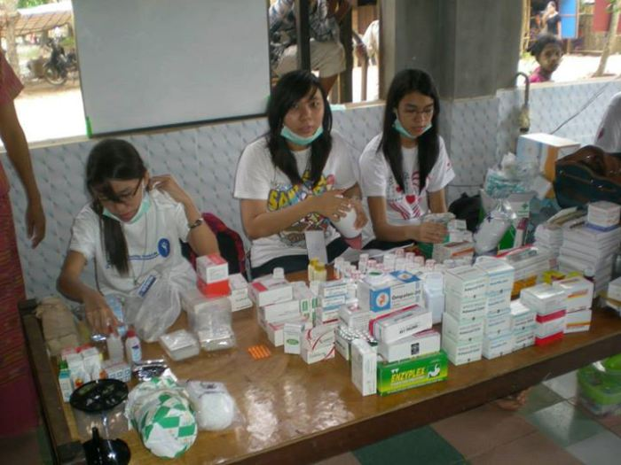 Medical-supply-volunteer-thabarwa-yangong-myanmar